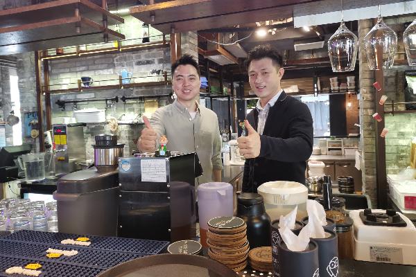HK restaurant owners